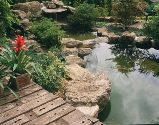 gruta de pedra para jardim : gruta de pedra para jardim:jardim japonês desenvolvido por Luppi possui lago com carpas e