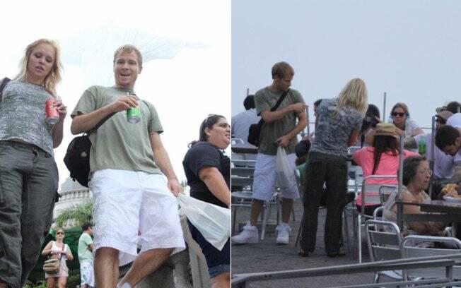 Brian também bebeu refrigerante e foi simpático com os fotógrafos de plantão
