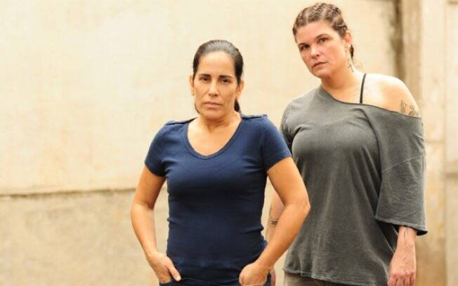 Norma e Araci (Cristiana Oliveira): colegas de presídio e inimigas