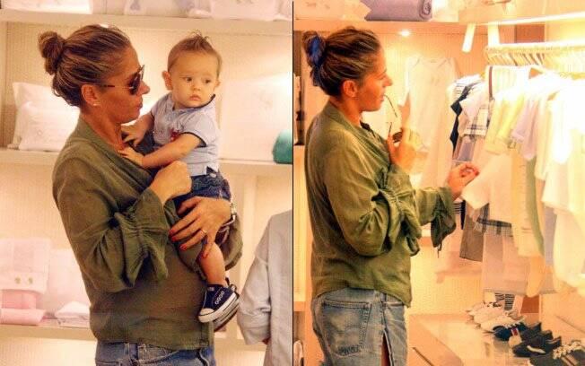 Adriane Galisteu escolhe presentes para o pequeno Vittorio em uma loja de roupas de bebê no Rio