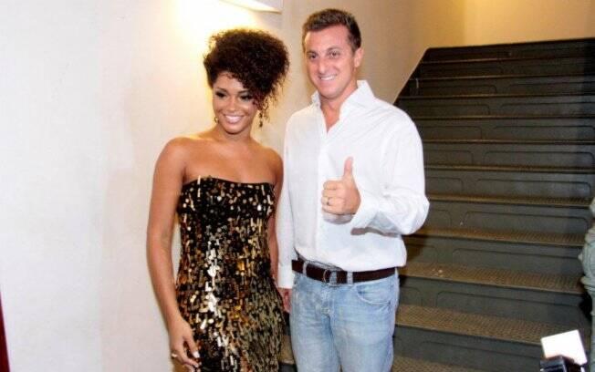 Juliana Alves e Luciano Huck: apresentadores da noite
