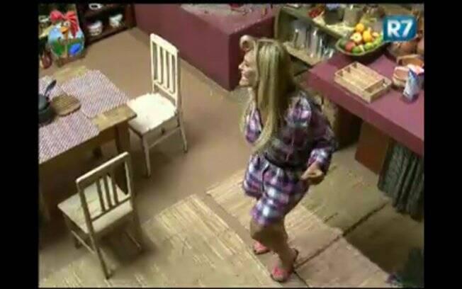 Monique Evans dança na Casa da Roça