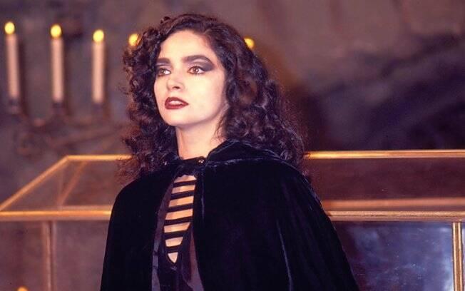 Muito antes de Crepúsculo, a vamp Natasha, interpretada por Claudia Ohana, ditou moda: pele branquinha, olhos bem marcados e boca vermelha