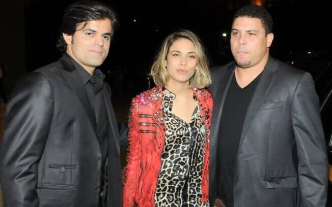 João Camargo, Bia Antony e Ronaldo em noite de moda masculina