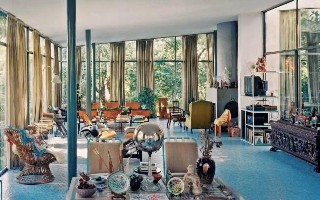A Casa de Vidro, em São Paulo, foi projetada por Lina Bo Bardi e é um dos marcos da arquitetura moderna brasileira