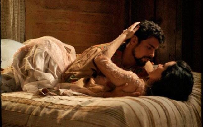 Após se beijarem em tom de despedida, Jesuíno pede para Açucena não pensar que existe o amanhã