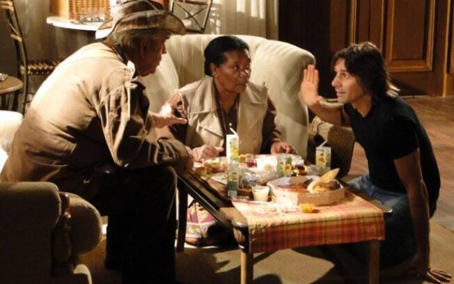 Feliz ao reencontrar o avô, Solano não entende por que Gabriel tem pânico de voltar ao Araguaia
