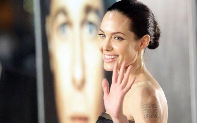 Angelina Jolie: desejada e cheia de atitude, a atriz é casada com Brad Pitt e tem seis filhos – três deles adotados