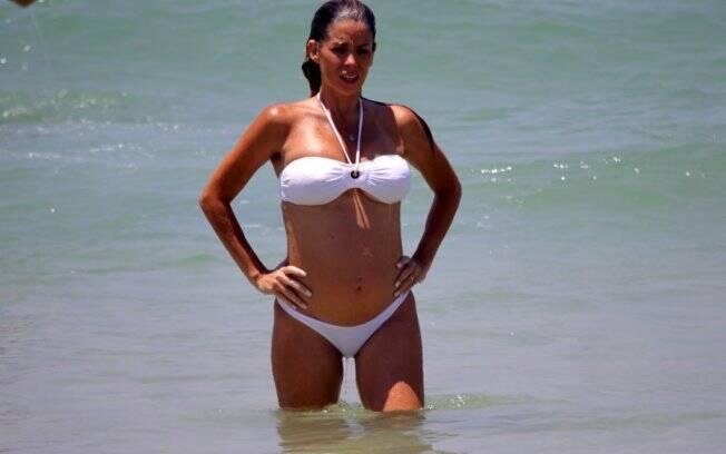 A atriz com a barriguinha de cinco meses de gravidez