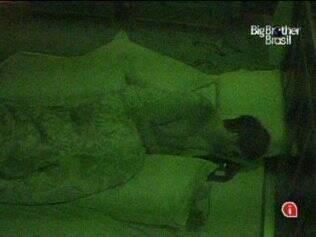 Rodrigão dorme sozinho no Quarto do Líder