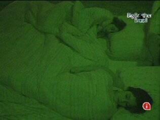 No Quarto do Líder, Talula dorme ao lado de Maria