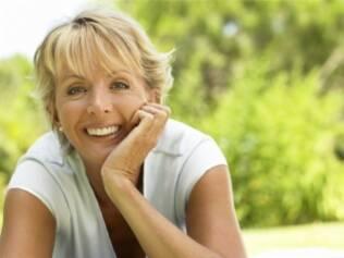 Mulheres saudáveis e no início da menopausa podem driblar os principais sintomas com o tratamento hormonal