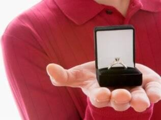 Para o psicoterapeuta Eduardo Ferreira Santos, não existe tempo médio ideal para um namoro virar noivado