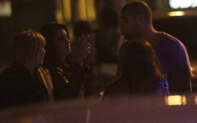 Adriano e Dani Sperle são flagrados, juntos, em balada, no final de semana