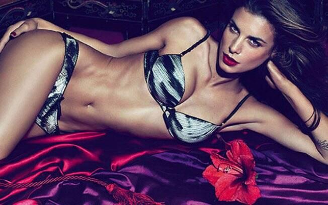 Elisabetta Canalis no anúncio de lingerie da Cavalli
