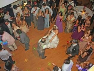 Casamento de Carolina e Bruno: pista cheia a festa inteira
