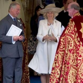 O princípe Charles e Camilla Parker-Bowles com o reverendo David Conner