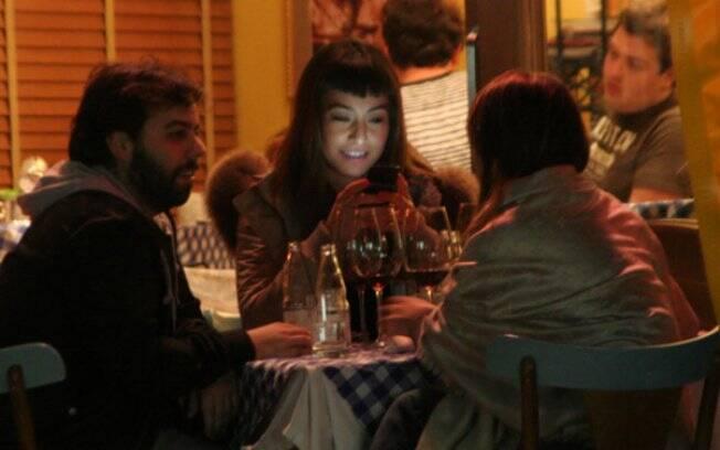 Sabrina Sato jantou com o publicitário Pedro Tourinho e a top Fernanda Motta