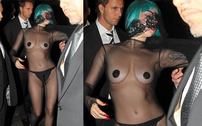 Lady Gaga ao deixar a boate Boom Boom Room, em Nova York, onde rolou a pós-festa da premiação: ousadia com jumpsuit transparente