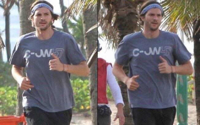 Ashton Kutcher corre em Ipanema