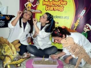 Show com cientistas malucos da Mad Science garante a diversão da garotada