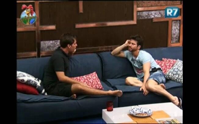 Thiago e Marlon batem papo na sala da sede