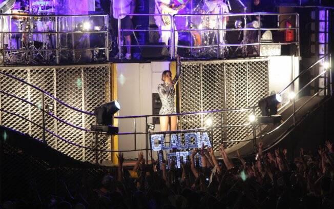 Claudia Leitte em cima do seu trio elétrico Transformer, na Estância Alto da Serra