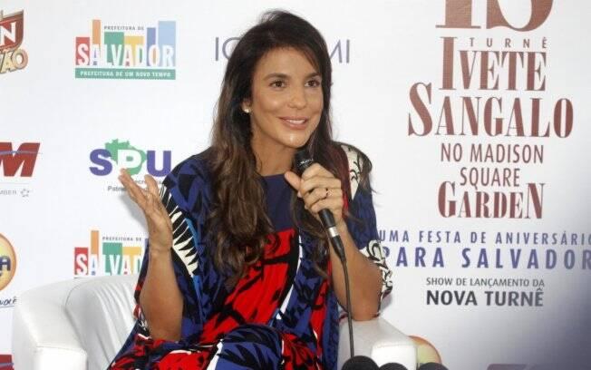 Ivete Sangalo aparece com aliança durante sua turnê