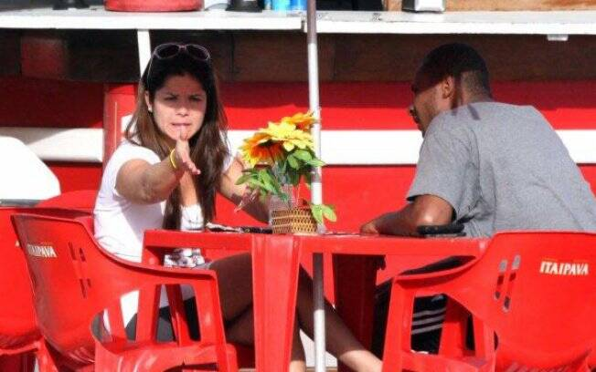 Samara Felippo e Leandrinho: brigas na praia?