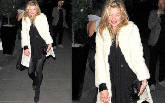 Kate Moss: cambaleando, ela sorri para as câmeras