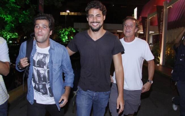 Bruno Gagliasso, Cauã Reymond e Marcello Novaes deixam churrascaria após exibição de primeiro capítulo de