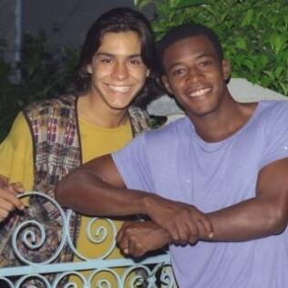 André Gonçalves e Lui Mendes: namorados na novela