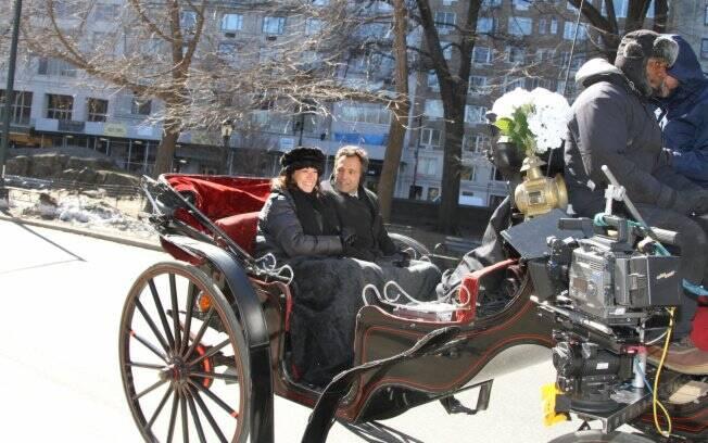 Casal passeia de charrete pelo Central Park