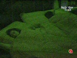 Como de costume, Maria dorme com Daniel no Quarto do Líder