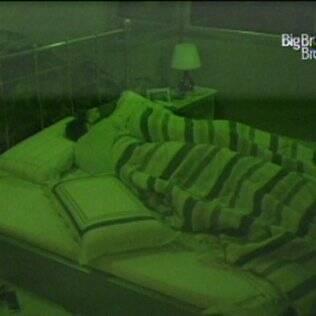 No quarto do Líder, Diana e Cristiano dividem a mesma cama