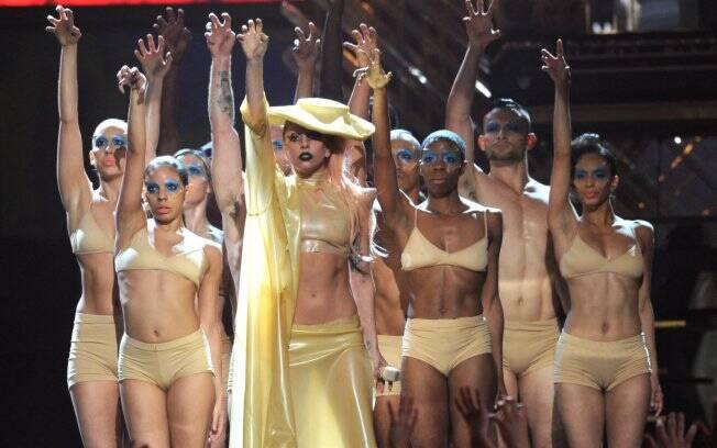 Lady Gaga apresentou sua nova música no show