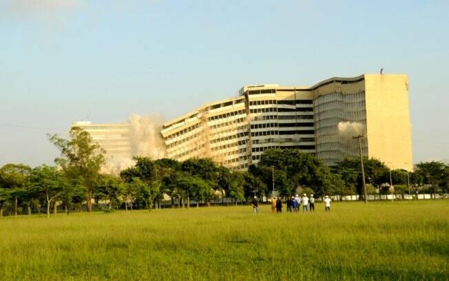 Resultado de imagem para implosão dos hospitais