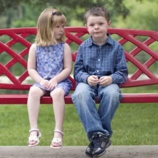 Mallory e Jamison são, biologicamente, meio-irmãos. Mas, em sua família, são primos