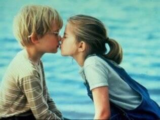 Anna Chlumsky e Macaulay Culkin protagonizam um primeiro beijo no filme