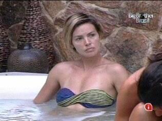 Diana se irrita com comentário de Adriana