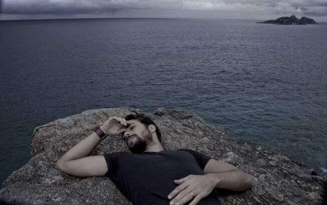 Cauã Reymond posou para iG Gente em dois momentos: caracterizado como Danilo, seu personagem em
