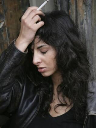 Vínculo emocional: Mulheres fumam mais por causa da ansiedade, tristeza e raiva