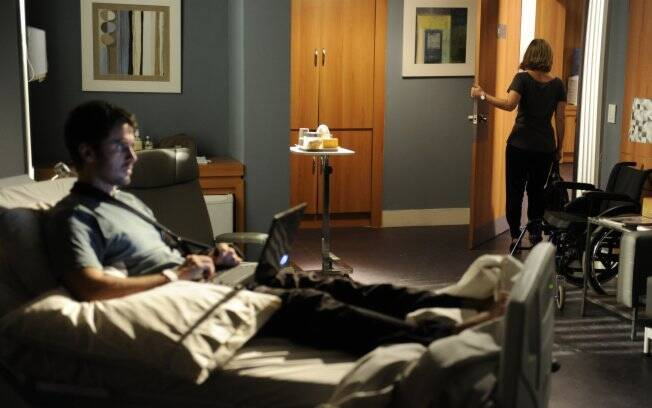 Pedro expulsa Marina do quarto do hospital em Florianópolis