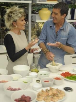 Ana Maria Braga e Antonio Banderas cozinham no