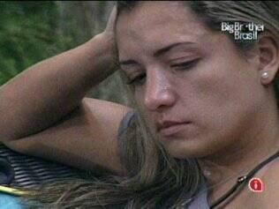 Natália chora ao se lembrar da votação que a definiu como a mais falsa e traiçoeira da casa