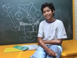 Jeshuá Pereira gosta de desenhar e criar jogos de tabuleiro. Os momentos no programa de altas habilidades dão suporte às suas criações