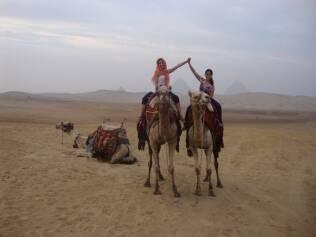 Wanessa e a irmã Camila Camargo no Egito