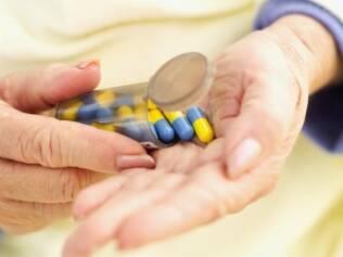 Automedicação contra dor eleva as chances de desenvolver problemas gastrointestinais