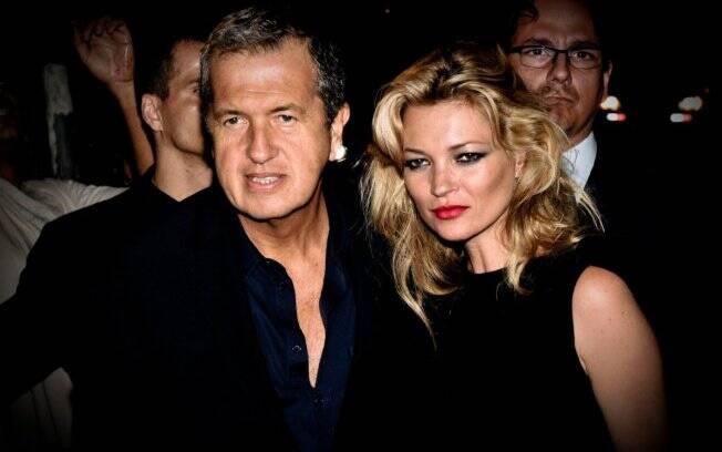 Kate ao chegar à festa com Mario Testino: simpatia na chegada, já na saída...