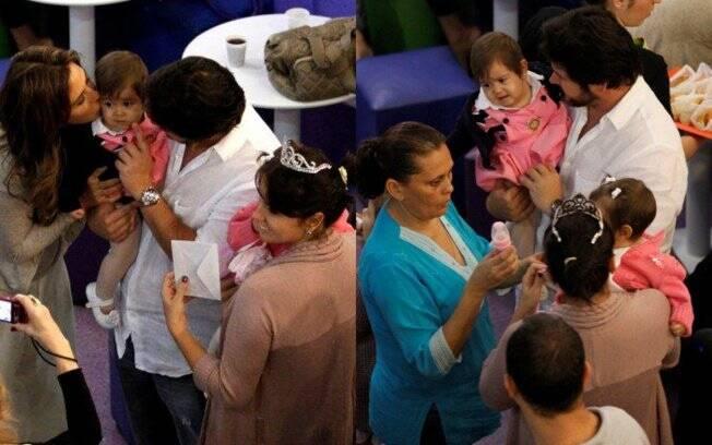 Antônia e Sophia acompanham a conversa de Murilo, Giovanna e Guilhermina